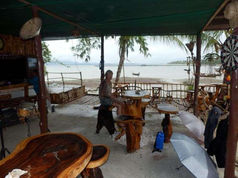 gemütliches Kaffeetrinken mit Ausblick auf den Pier, diesmal mit Wasser.